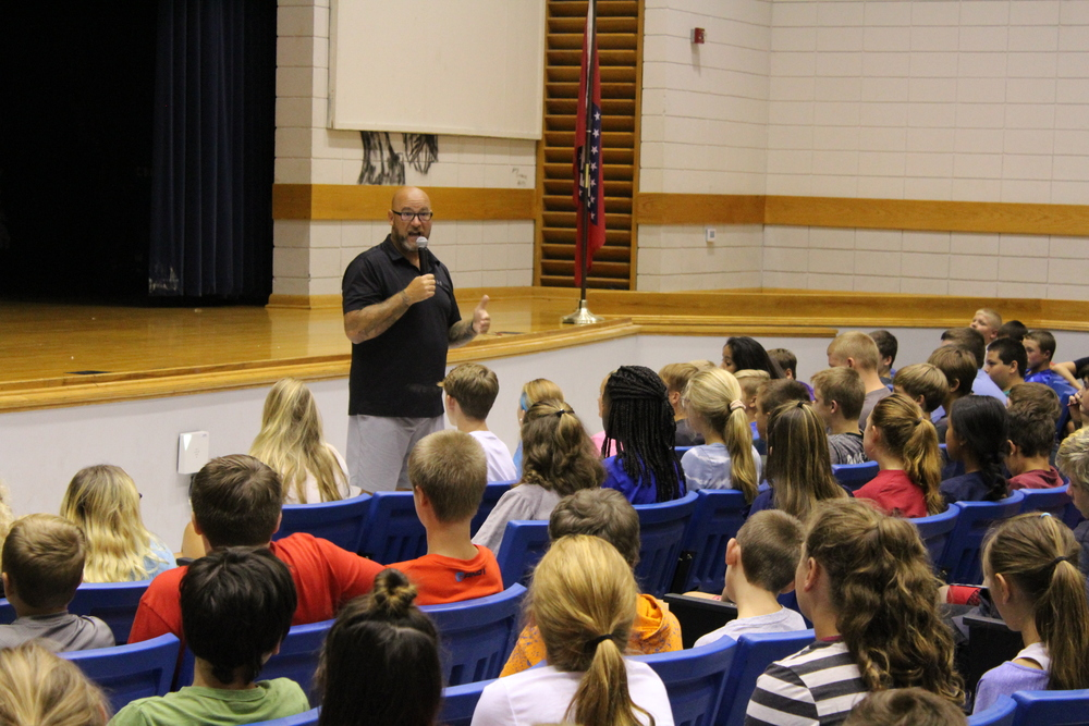 Jeff Yalden speaks to School & Community